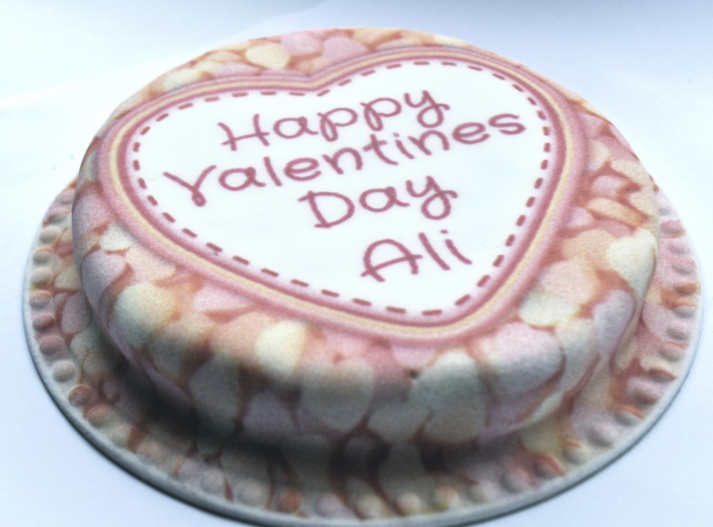 A Baker Days personalised cake review http://muminanutshell.com