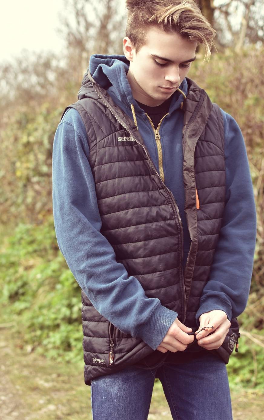A review of a Scruffs Expedition Thermo gilet. My husband tells me this is the best one he's owned, as he works outside he needs something which doesn't restrict his movements and this one is light and still warm with cleverly designed features