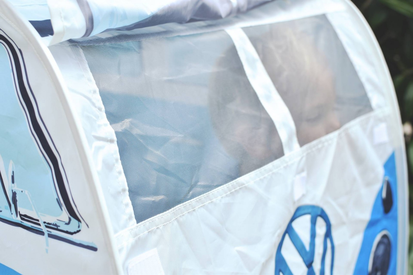 what a funky way to liven up your garden and keep your children safe, this kids VW Campervan play tent is fantastic!