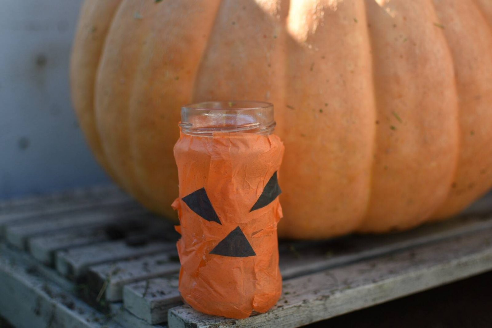 toddler crafts, this jack o lantern tea light is simple to make for halloween