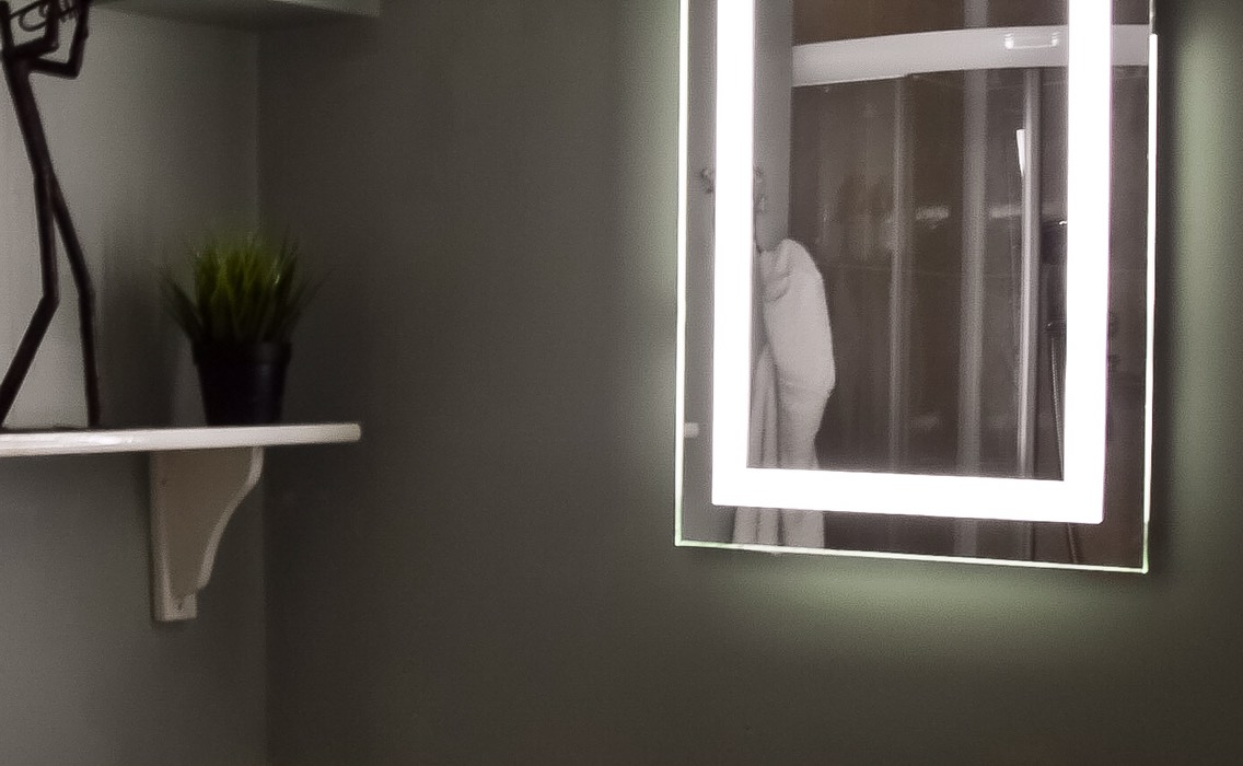 My super easy bathroom makeover with a new Lumino ledilluminated mirror. And, even better, it's battery powered!